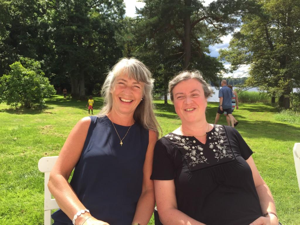 Lena Sjöberg och Eva Forssell Aronsson. Vänner sedan konfirmationslägret på Åh stiftsgård för 40 år sedan.